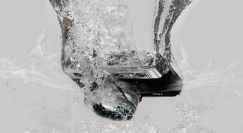 Фотоаппарат упал в воду